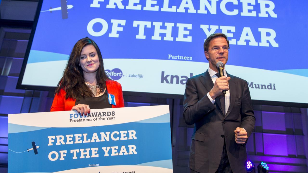 Mark Rutte reikt zzp award uit aan de blogger